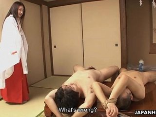 Milf finds twosome needy dudes nude she pummels as the crow flies